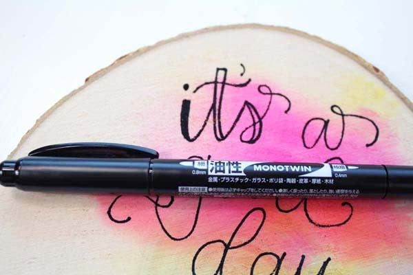 Use the MONOTWIN to write faux calligraphy, bounce lettering or fauxligraphy