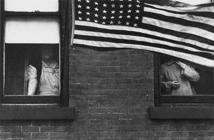 Robert Frank. Parade, Hoboken, New Jersey, 1955. The Metropolitan Museum of Art, Nueva York
