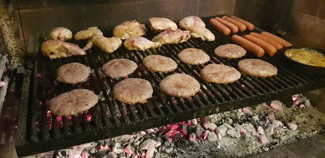Hamburgers on parrilla