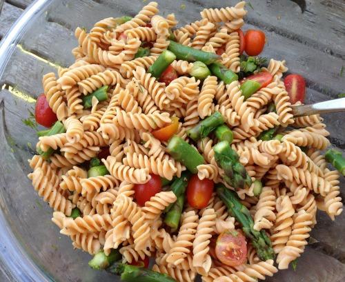 Crunchy asparagus as well as juicy tomatoes smooth brightly alongside a lemon dill dressing Lemon Dill Vegan Pasta Salad