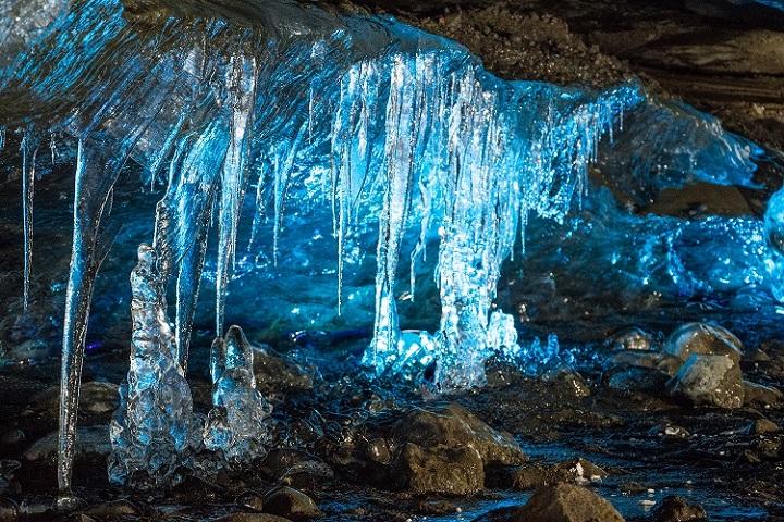 Mendenhall Ice Caves, Gua dengan Keindahan Fantastis di Alaska