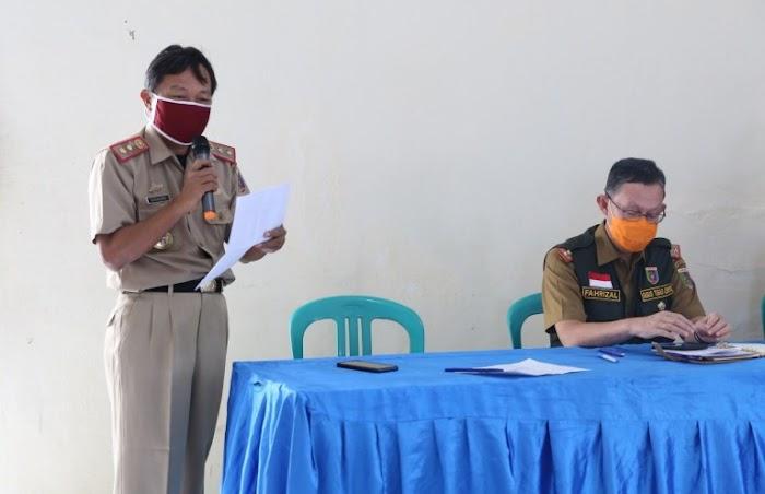 Sekdaprov Lampung Serahkan Bantuan Pangan B2SA kepada Masyarakat Terdampak Covid-19