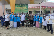 Pantau Serbuan Vaksinasi di Lokasi TMMD ke-112, Dandim 0416/Bute Diajak Mahasiswa Foto Bersama