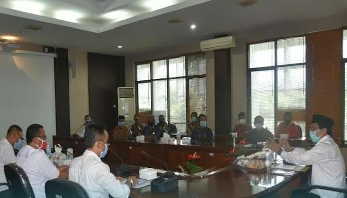 Plt Bupati  Kyai Muqit Arif Audiesi Bersama Serikat Tani Independen (Sekti) Hadir BPN  Di Lobby  Bupati