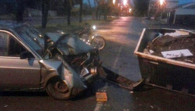 Mamborê: Motorista bate em caçamba de entulhos