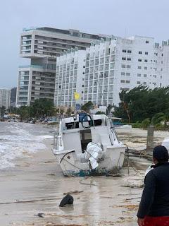 Tormenta Gamma hundió un yate y 3 lanchas en Cancún