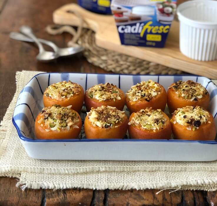 Albaricoques al horno con queso fresco y pistachos