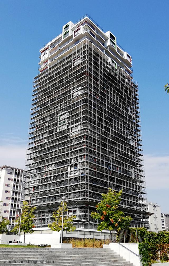 Poveri grattacieli a Milano