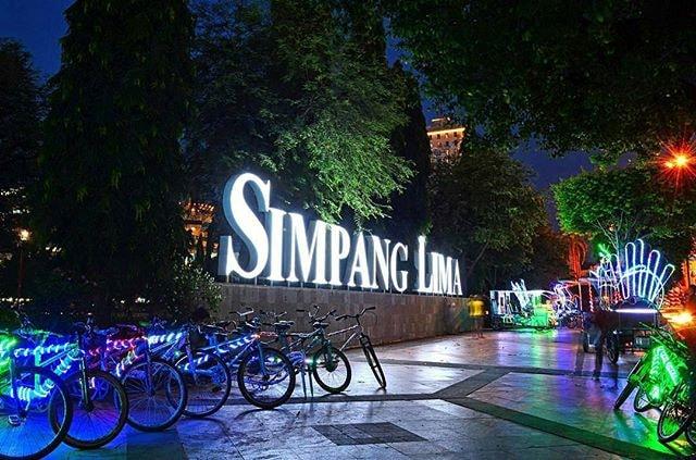 Keseruan Berwisata Malam Di Simpang Lima Semarang