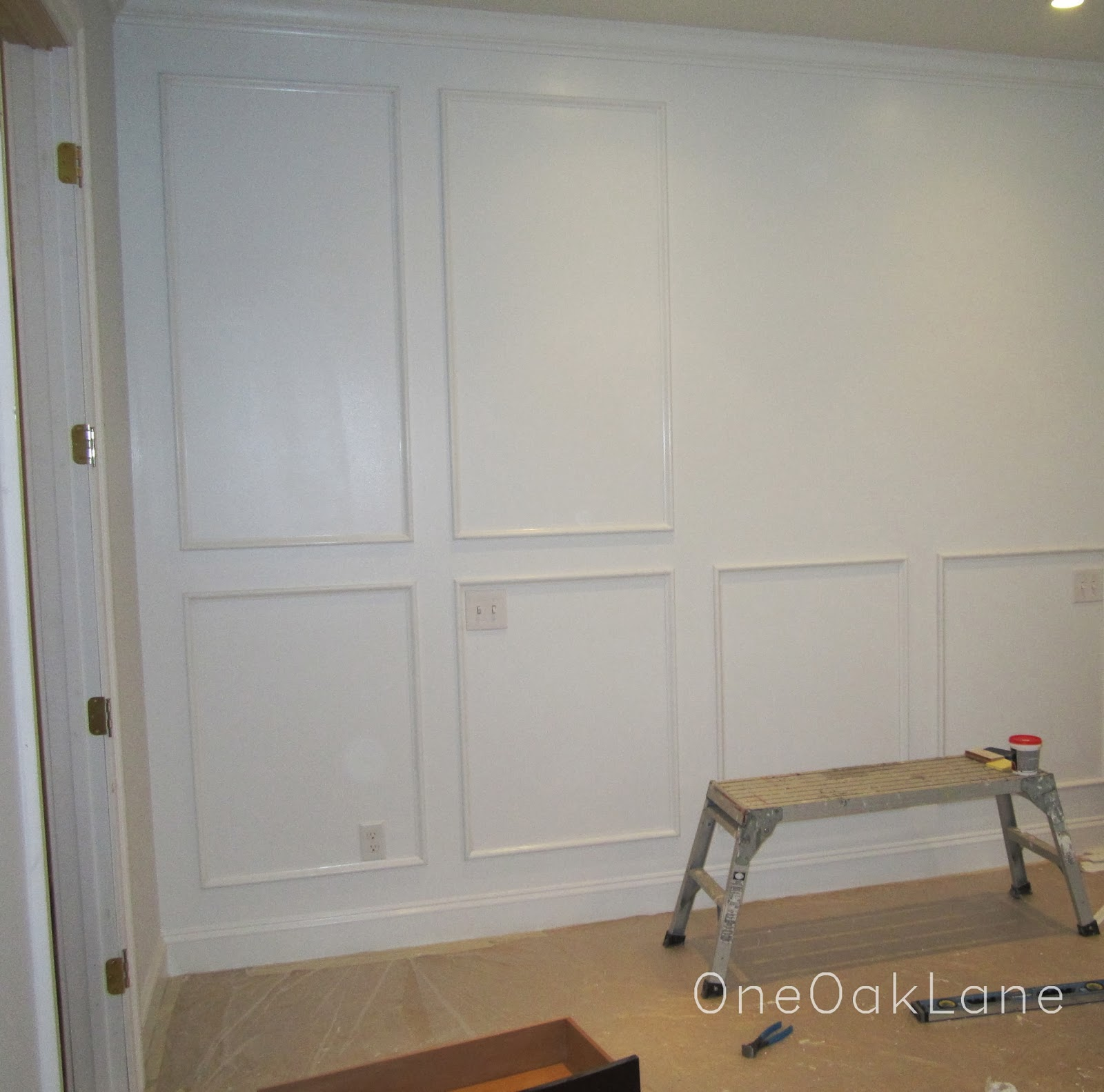 One Oak Lane: Accent Wall: White Molding