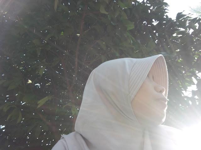 pake-hijab-di-bawah-matahari