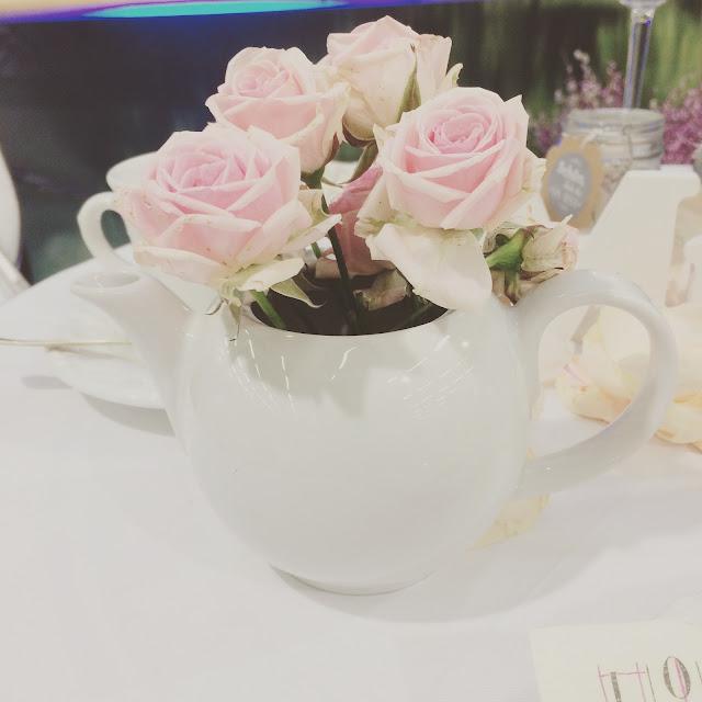 Vintage Rosen Teekanne, Hochzeitstage München 2017 AVR MOC Stand Riessersee Hotel Garmisch-Partenkirchen, wedding fair Munich 2017