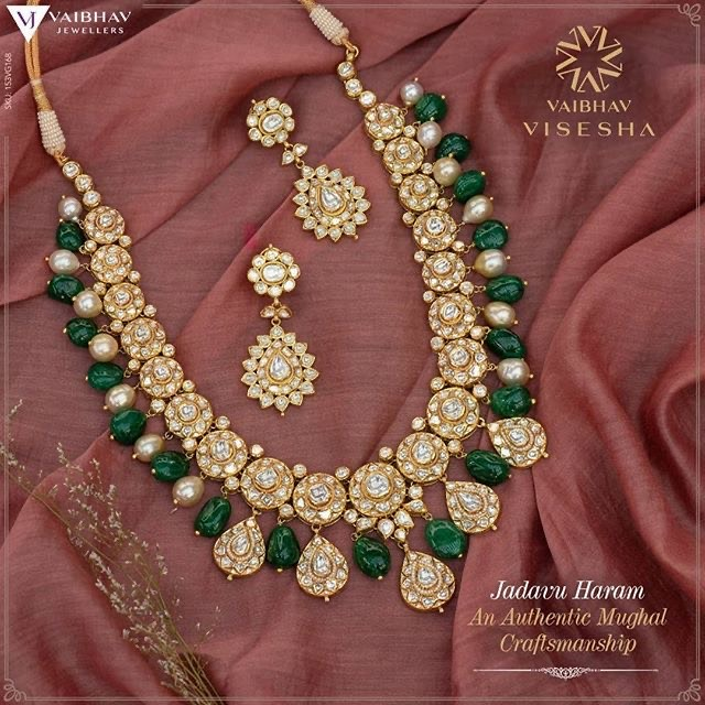 Bottu Necklace with Emerald Drops