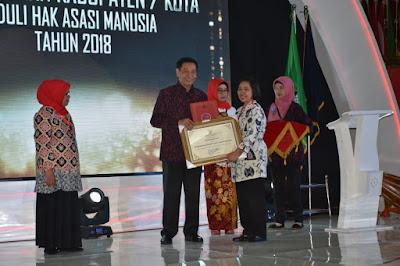 Trenggalek Terima Penghargaan Kabupaten Peduli Hak Asasi Manusia
