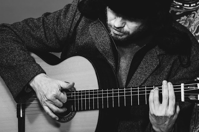 5 Things Rock Guitarists Can Learn from Classical Guitarists