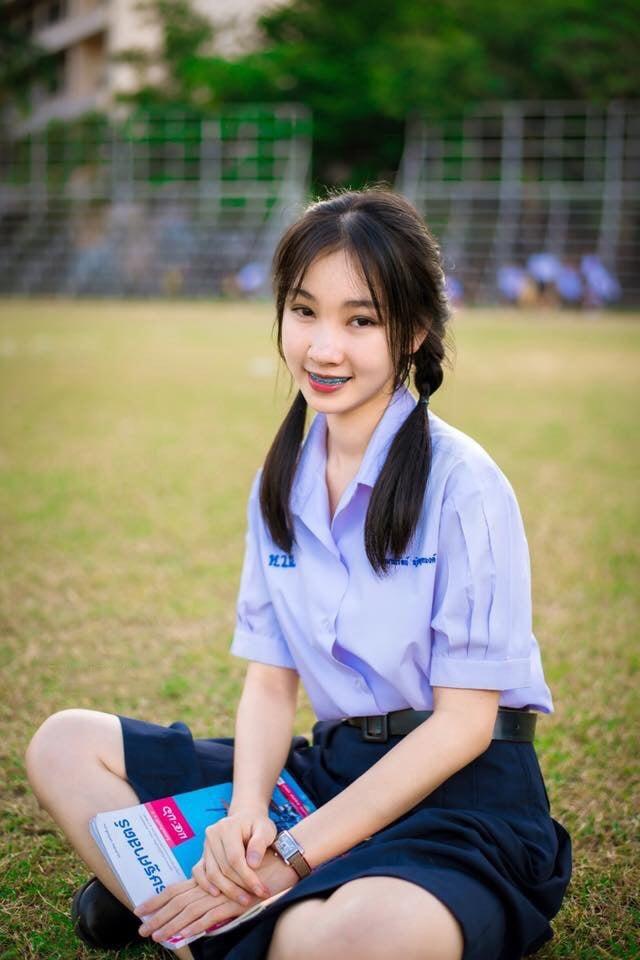 Birahi Bugil | Foto Bugil Pelajar SMP Berwajah Imut Pamer Memek Berbulu Sangat Lebat