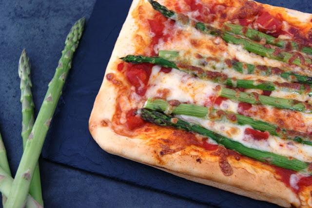 Pizza ze szparagami, najlepszy przepis na pizzę, pyszne ciasto na pizzę, ciasto pizza, przepis pizza, ze szparagami