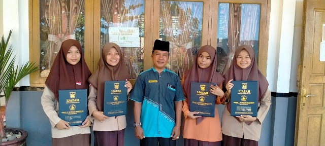 pengambilan ijazah di SMA Negeri 1 Sungai Beremas