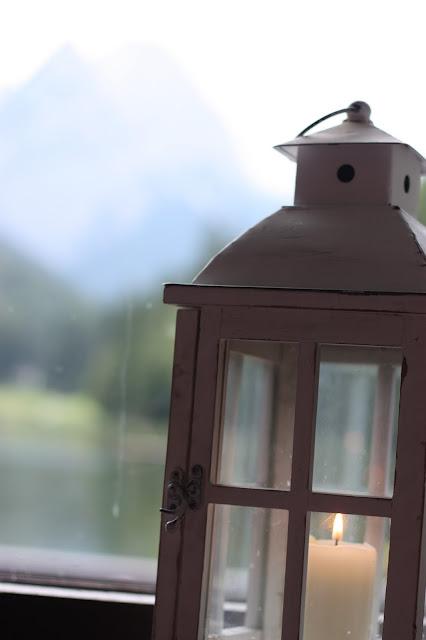 Laternenlicht - Mr & Mrs - kleine Hochzeit zu Zweit in Garmisch-Partenkirchen, Bayern, im Hochzeitshotel Riessersee Hotel - Just a two of us - Wedding in Bavaria during your holidays