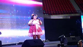 Boobsie Wonderland making the audience laugh at AldenVasion.