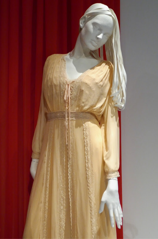 Haunting of Hill House Nell Crain costume