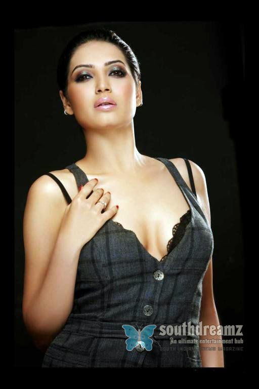 Raima Sen Karishma Tanna Hot Photo Shoot-8470