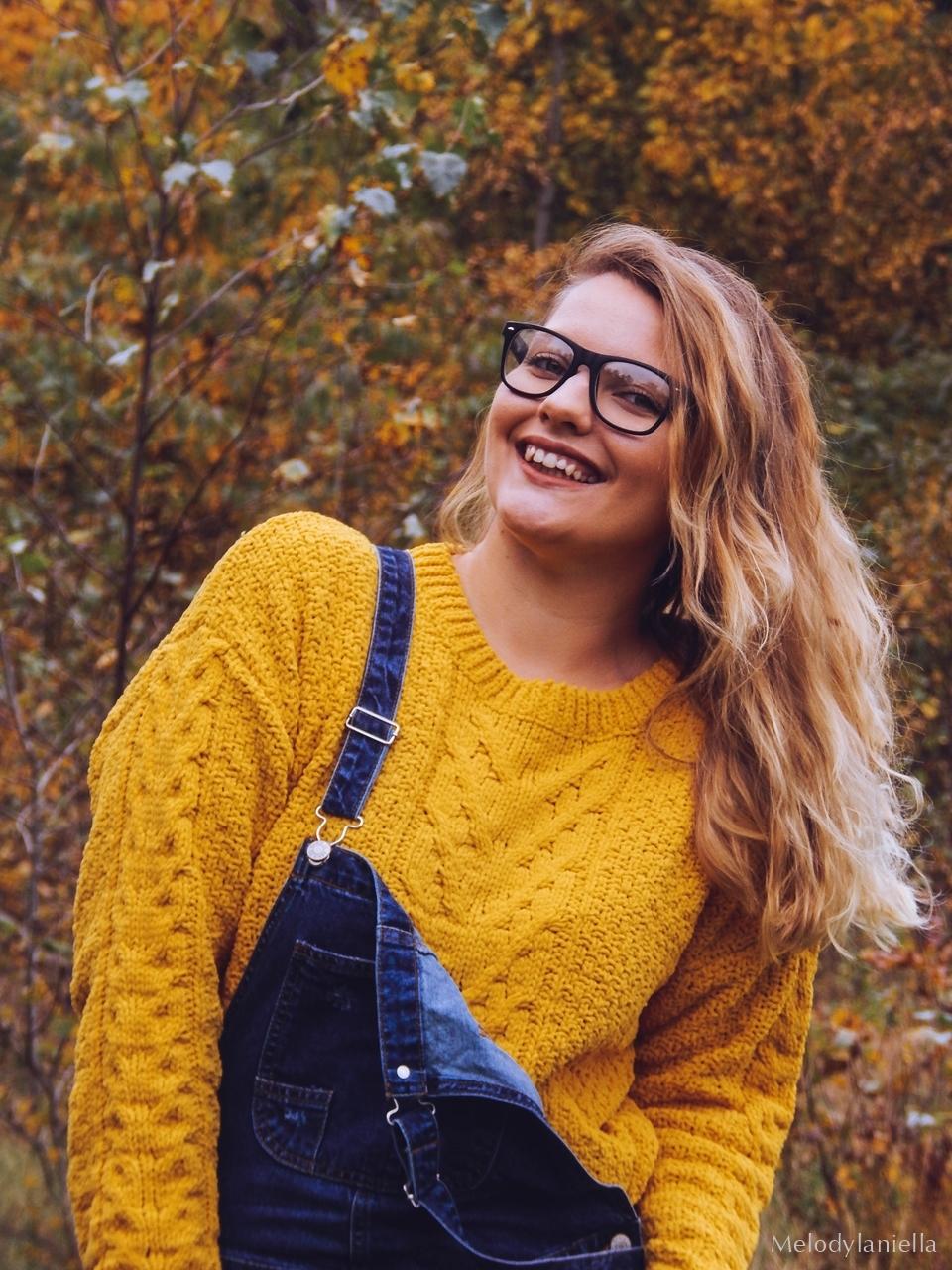 5 ogrodniczki jak dobrać do sylwetki hit czy kit gdzie kupić ogrodniczki jak nosić ogrodniczki pomysł na stylizację z ogrodniczkami jak ubierać się jesienią pomysł na żółty sweter jak nosić kolorowe skarpetki