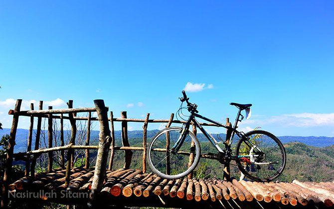 Pemandangan di Watu Lawang, Mangunan