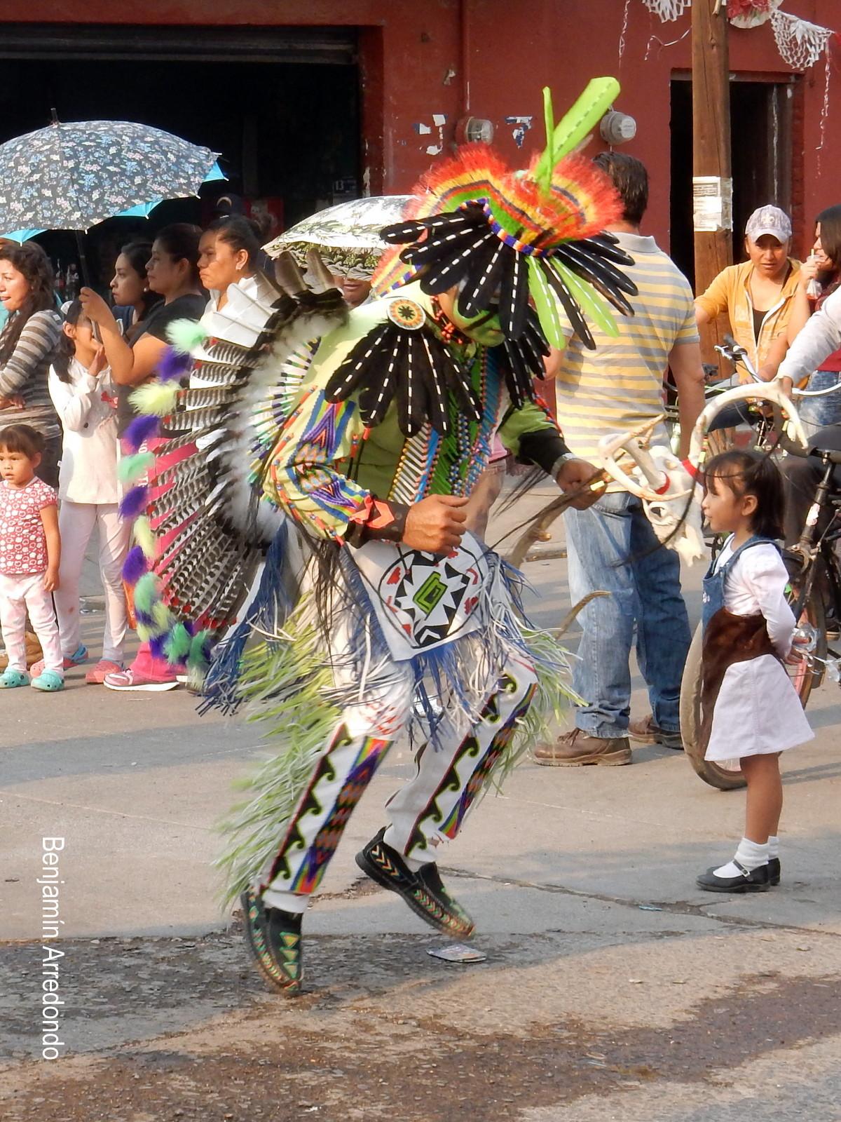LA DANZA DE LOS COMANCHES<br>el día de la Santa Cruz en Valtierrilla, Guanajuato