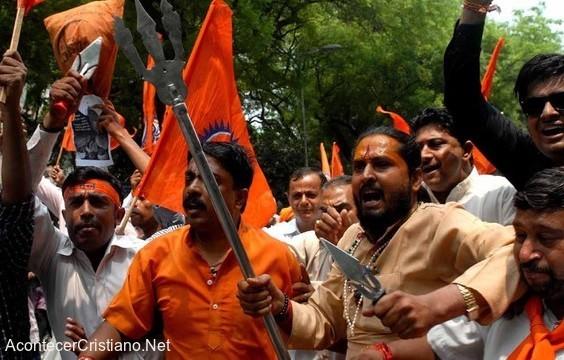 Extremistas hindúes atacan cristianos