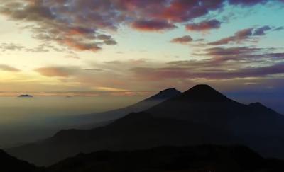 gunung sindoro, gunung sumbing, golden sunrise gunung prau