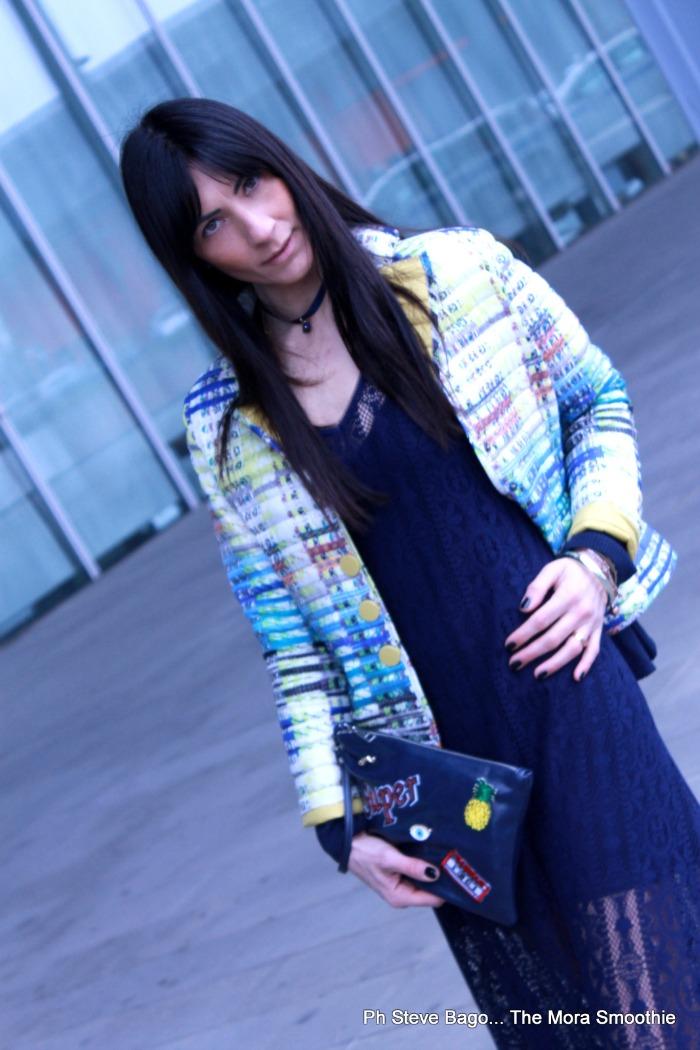 fashion, fashion blogger, fashion blogger italiana, fashionblog italia, fashionblogger italia, italian fashionblogger, paola buonacara, ootd, outfit, dress, lace dress, abito di pizzo, outfit abito di pizzo, come abbinare abito di pizzo a sneakers, come abbinare abito di pizzo alle adidas, abito tuwe, tuwe, bosideng, bag, borsa, borsa toppe, borsa spille e toppe, borsa DIY, bag, bag DIY, la moda delle spille, moda delle toppe, mido, outfit, look, ootd