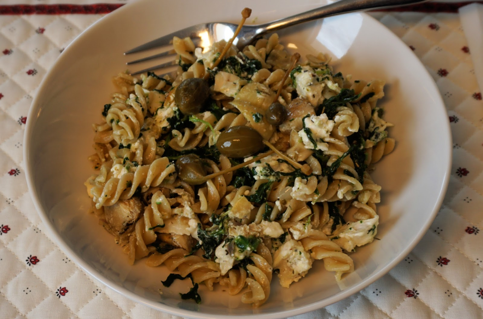 Pasta with goat cheese, spinach, artichokes and capers