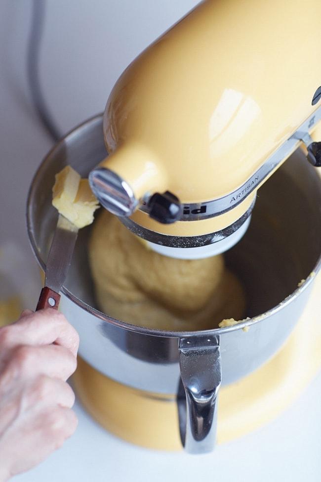Hướng dẫn quy trình làm bánh mì hoa cúc kiểu Pháp