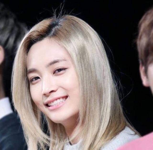 Gaya Rambut Pria Ala Artis Korea Long Blonde