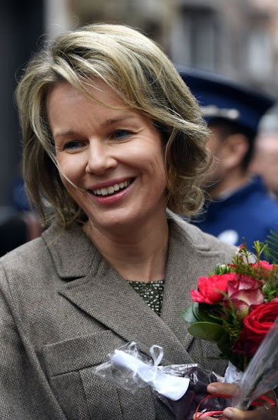 Queen Mathilde style, Mathilde wore Natan Dress, Delphine Nardin Gold Earrings, Diane von Furstenberg Flirty Elaphe clutch, Dries Van Noten dress, Cartier gold necklace