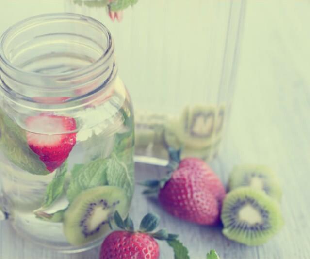 agua de fresa con kiwi