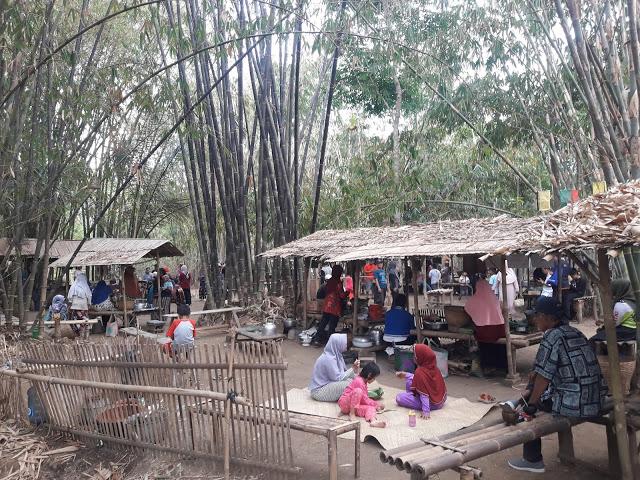 beragam makanan dijajakan di pasar pereng kali kemit grenggeng kebumen