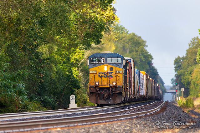 CSXT 5321 leading train Q368-29 past the 298 milepost