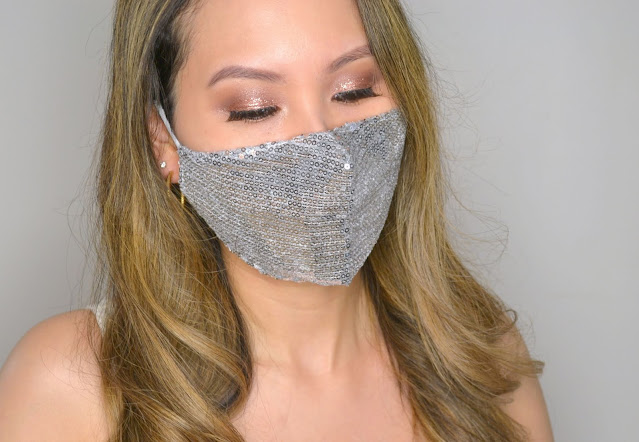 selfie wearing evora cotton face mask in silver
