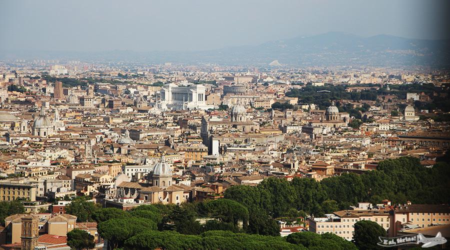 Roma vista a partir da cúpula da Basílica de São Pedro.