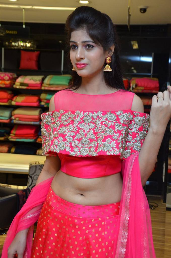 Telugu Girl Naziya Khan Navel Pics In Red Dress