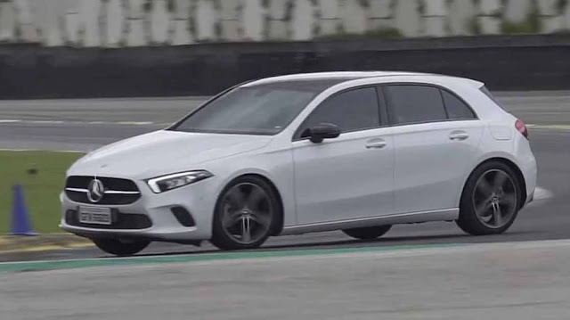 Mercedes-Benz A250 apanha feio do Golf GTI em Interlagos