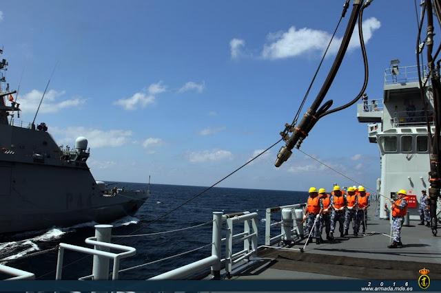 "El P-44 ""Tornado"", primer buque extranjero que recibe combustible en la mar de la marina china"
