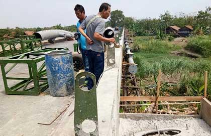 pembangunan jembatan desa terusan indramayu segera selesai