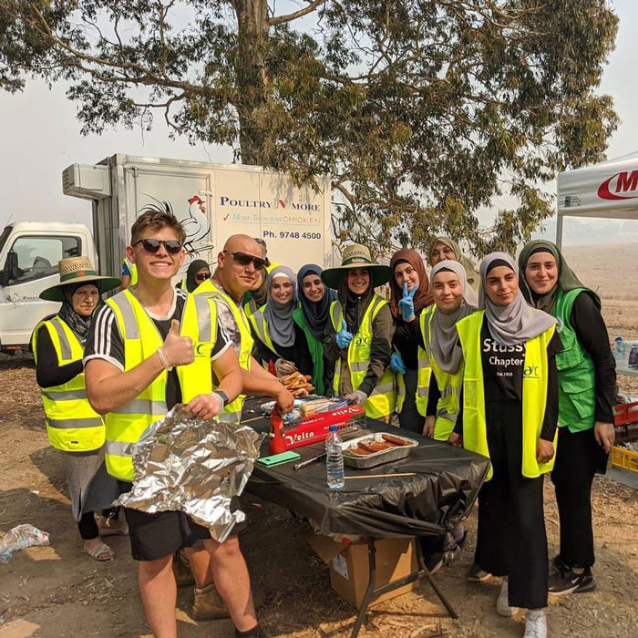 Muslim Community Brings 5 Trucks Of Supplies And Cooks Meals For Exhausted Firefighters In Australia