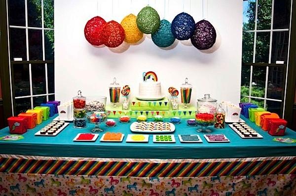 festa-de-aniversario-infantil-criativa-com-o-tema-de-unicornio-decoração-colorida