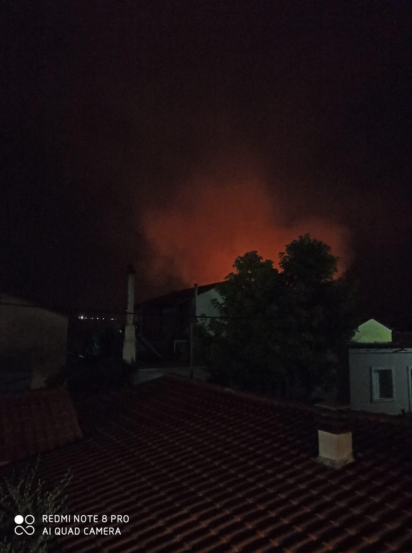 Η φωτιά στους Καθενούς (πηγή φωτογραφίας: Μιχάλης Θωμάς/facebook.com)