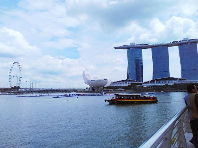boat in Singapore river