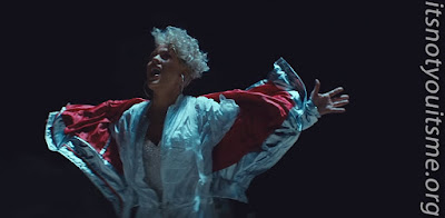 Video Premiere P!nk - What About Us